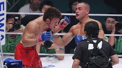 http://images1.fanpop.com/images/photos/1900000/Eddie-Alvarez-vs-Tatsuya-Kawajiri-mma-1971928-520-290.jpg