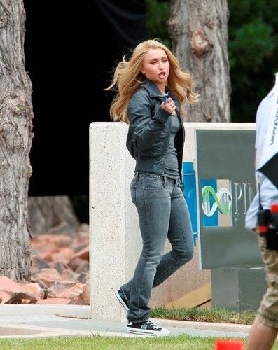 Hayden on set हीरोस Season 3