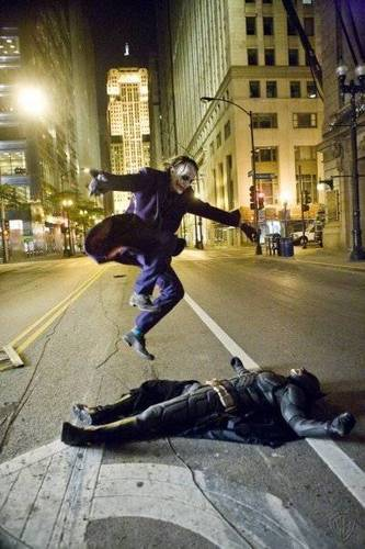 Joker kicks culo