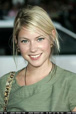 Laura Ramsey wallpaper containing a portrait called Laura