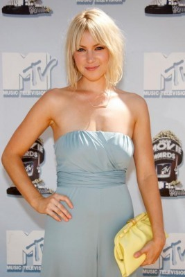 Laura Ramsey fond d'écran with a dîner dress, a cocktail dress, and a strapless entitled Laura