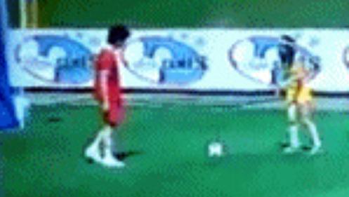 Nelena Playing bóng đá