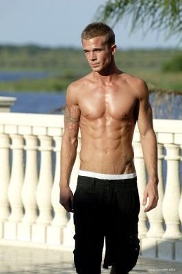 http://images1.fanpop.com/images/photos/1900000/Never-Back-Down-Production-Shoot-cam-gigandet-1940158-266-400.jpg