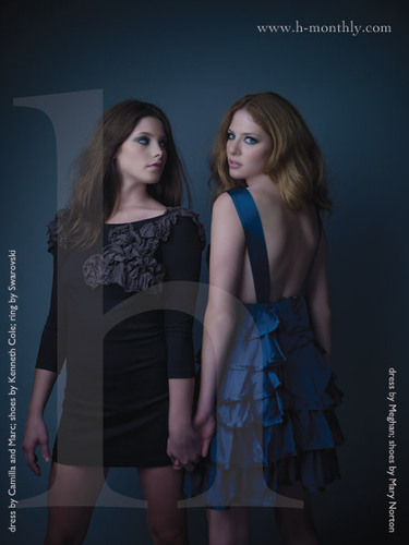 Rachelle Lefevre (Victoria) and Ashley Greene (Alice)