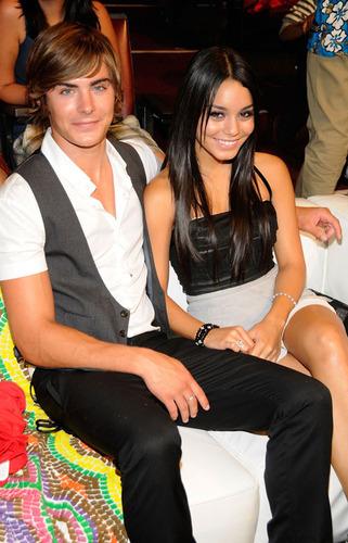 Zanessa at Teen Choice Awards