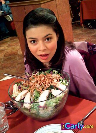iCarly वॉलपेपर containing an antipasto, एंटीपस्ता titled carly