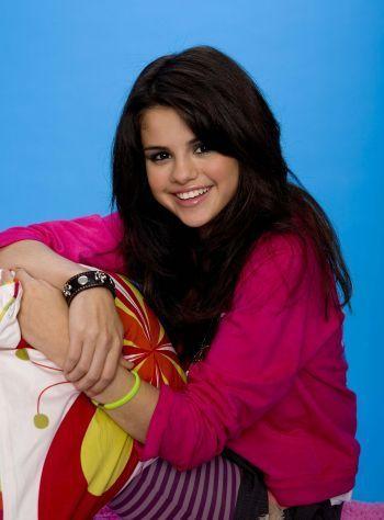 Miley Cyrus vs. Selena Gomez kertas dinding entitled m&S