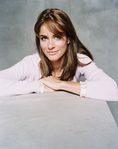Amanda Peet wallpaper probably containing a portrait called Amanda