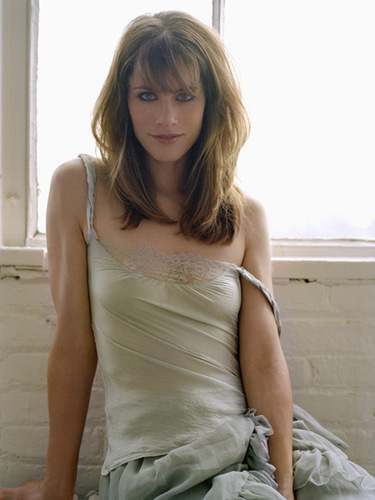 Amanda Peet wallpaper containing a strapless and a cocktail dress entitled Amanda