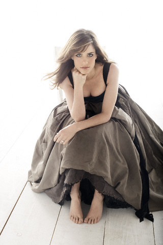 Amanda Peet wallpaper probably containing a cocktail dress, a frock, and a gathered skirt entitled Amanda