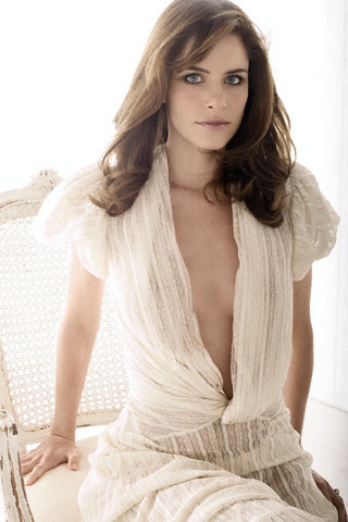 Amanda Peet wallpaper possibly with a cocktail dress, a strapless, and a chemise entitled Amanda