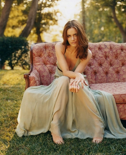 Amanda Peet wallpaper probably containing a gown, a polonaise, and a bridesmaid titled Amanda
