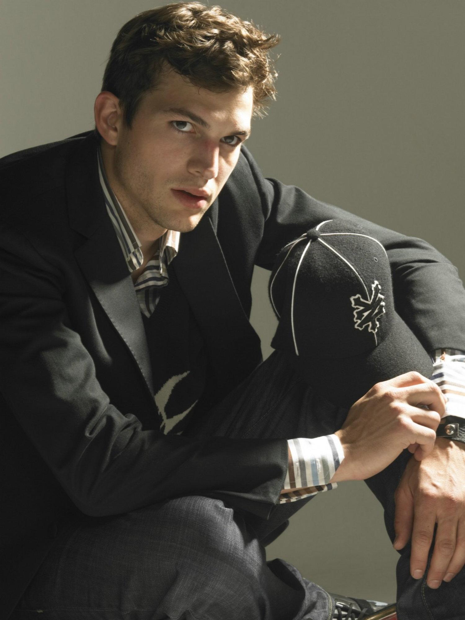 Ashton Kutcher - Ashton Kutcher Photo (2060174) - Fanpop Ashton Kutcher