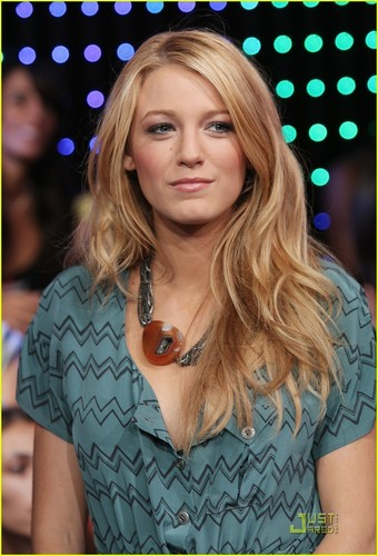 Blake Lively achtergrond called Blake at TRL