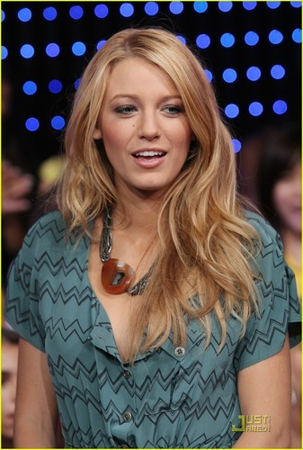 Blake Lively wallpaper possibly containing a portrait titled Blake at TRL
