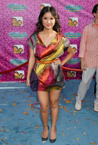 女演员 壁纸 probably containing bare legs, hosiery, and a hip boot called Brenda Song