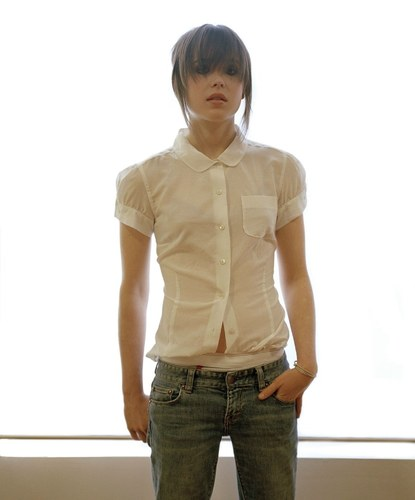 Ellen Page wallpaper containing bellbottom trousers called Ellen
