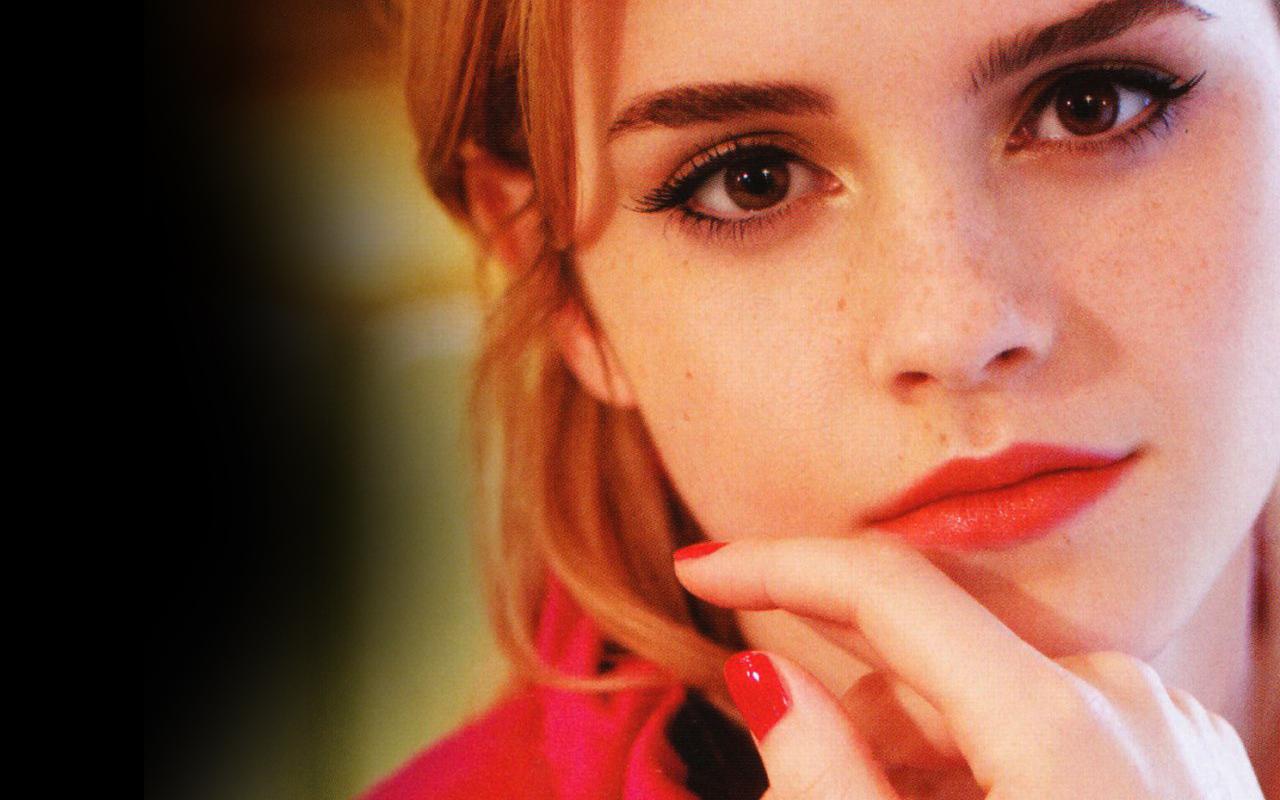 Emma Watson - Wallpaper Actress