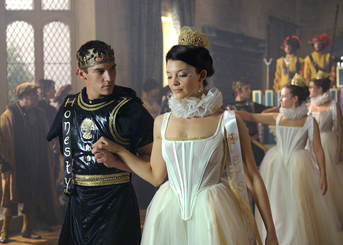 Rois et reines au cinéma King-Henry-and-Anne-Boleyn-the-tudors-2000893-700-500