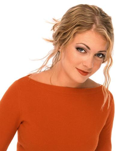 Melissa Joan Hart karatasi la kupamba ukuta containing a portrait entitled Melissa Joan Hart