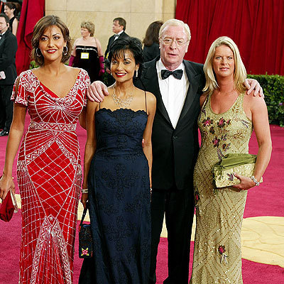 Michael Caine and শাকিরা and daughters