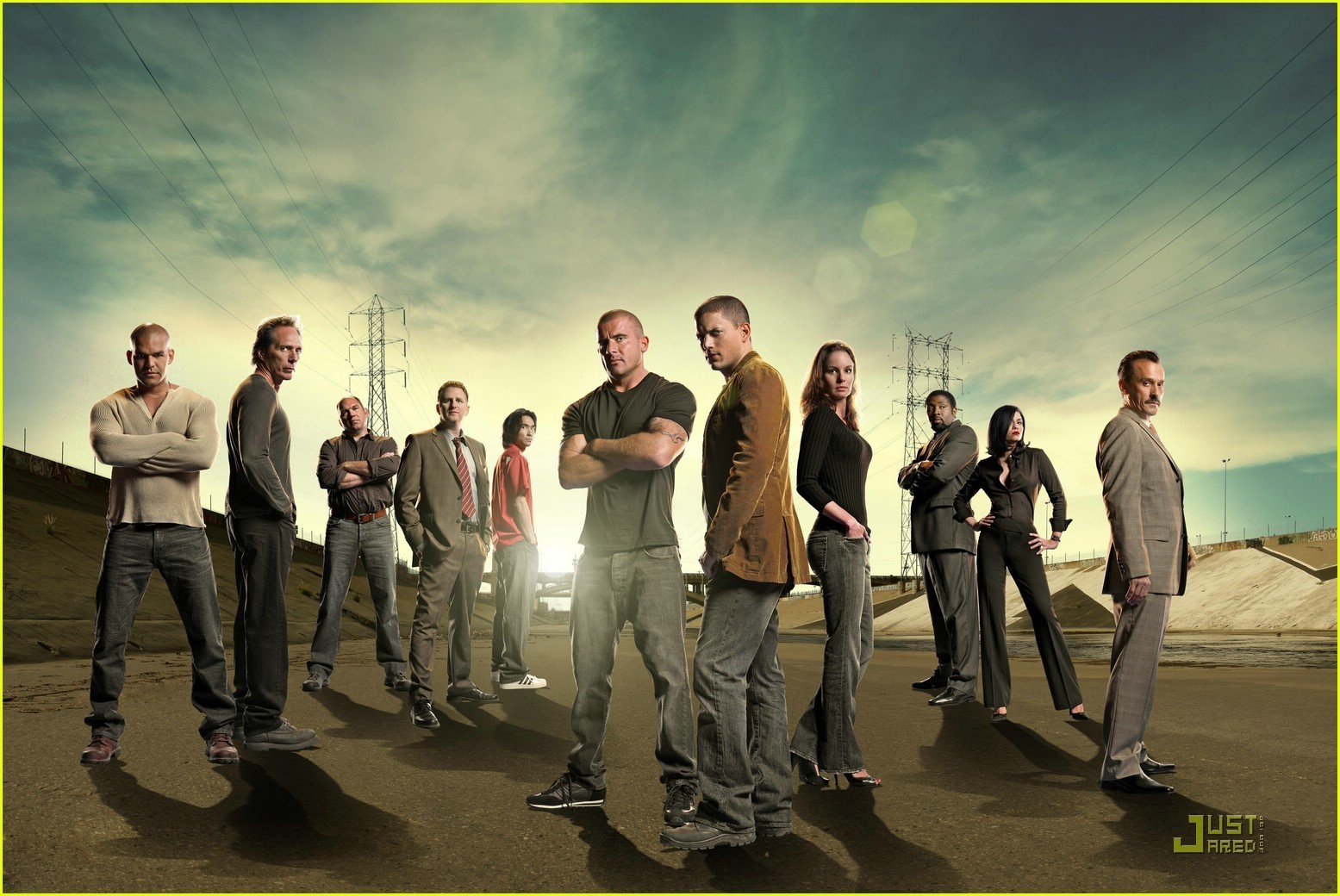 http://images1.fanpop.com/images/photos/2000000/Prison-break-season-4-wallpaper-prison-break-2075467-1555-1040.jpg