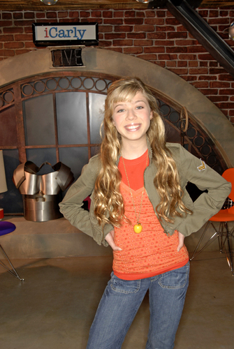 iCarly wolpeyper possibly with a sign, a street, and an outerwear entitled Sam!!!
