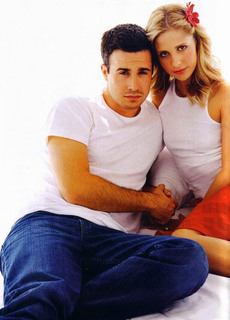 Sarah Michelle Gellar wallpaper entitled Cute Sarah and Freddie