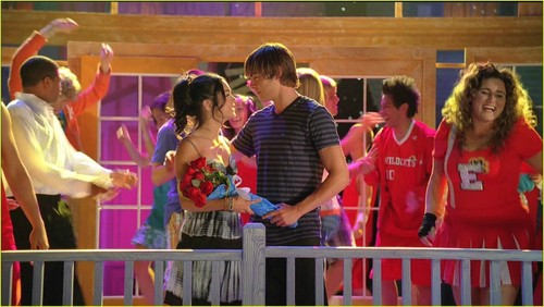High School Musical 3 پیپر وال entitled Screencaps