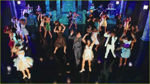 High School Musical 3 achtergrond possibly with a concert called Screencaps