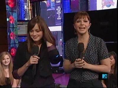 Sisterhood girls on TRL
