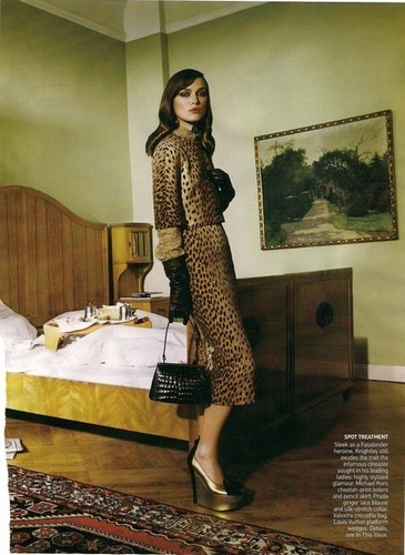 Keira Knightley wallpaper possibly with a living room entitled Vogue (September 2008)