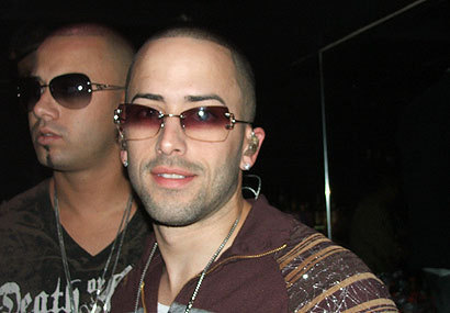 Wisin y Yandel wolpeyper with sunglasses called Wisin y Yandel