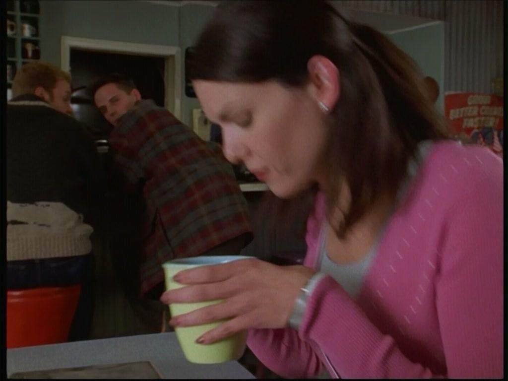 1X01 - Pilot - Gilmore Girls Image (2146106)