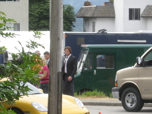 4x02 Can anda hear me ,God? It's me, Dean Winchester (on the set)