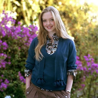 Amanda Seyfried wallpaper probably with an outerwear and a well dressed person titled Amanda