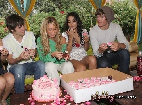Zac Efron Vanessa Hudgens Images Ashleys 23rd Birthday Party