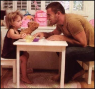Dominic Purcell and his daughter