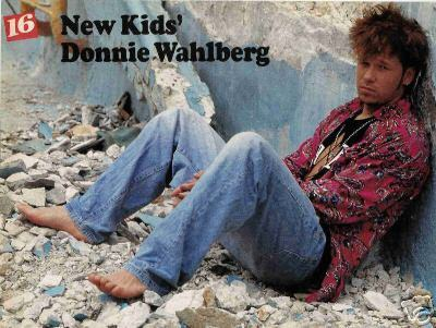 Donnie Wahlberg wallpaper probably containing a sign, a mulch, and a street titled Donnie