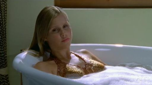 http://images1.fanpop.com/images/photos/2100000/Emma-in-the-bath-h2o-just-add-water-2149853-512-288.jpg