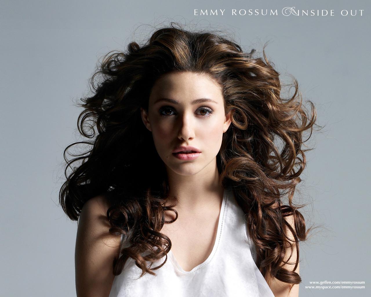 http://images1.fanpop.com/images/photos/2100000/Emmy-wallpaper-emmy-rossum-2188428-1280-1024.jpg