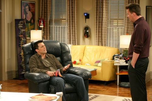 Joey & Chandler fondo de pantalla containing a family room, a living room, and a guarida, den called Joey and Chandler