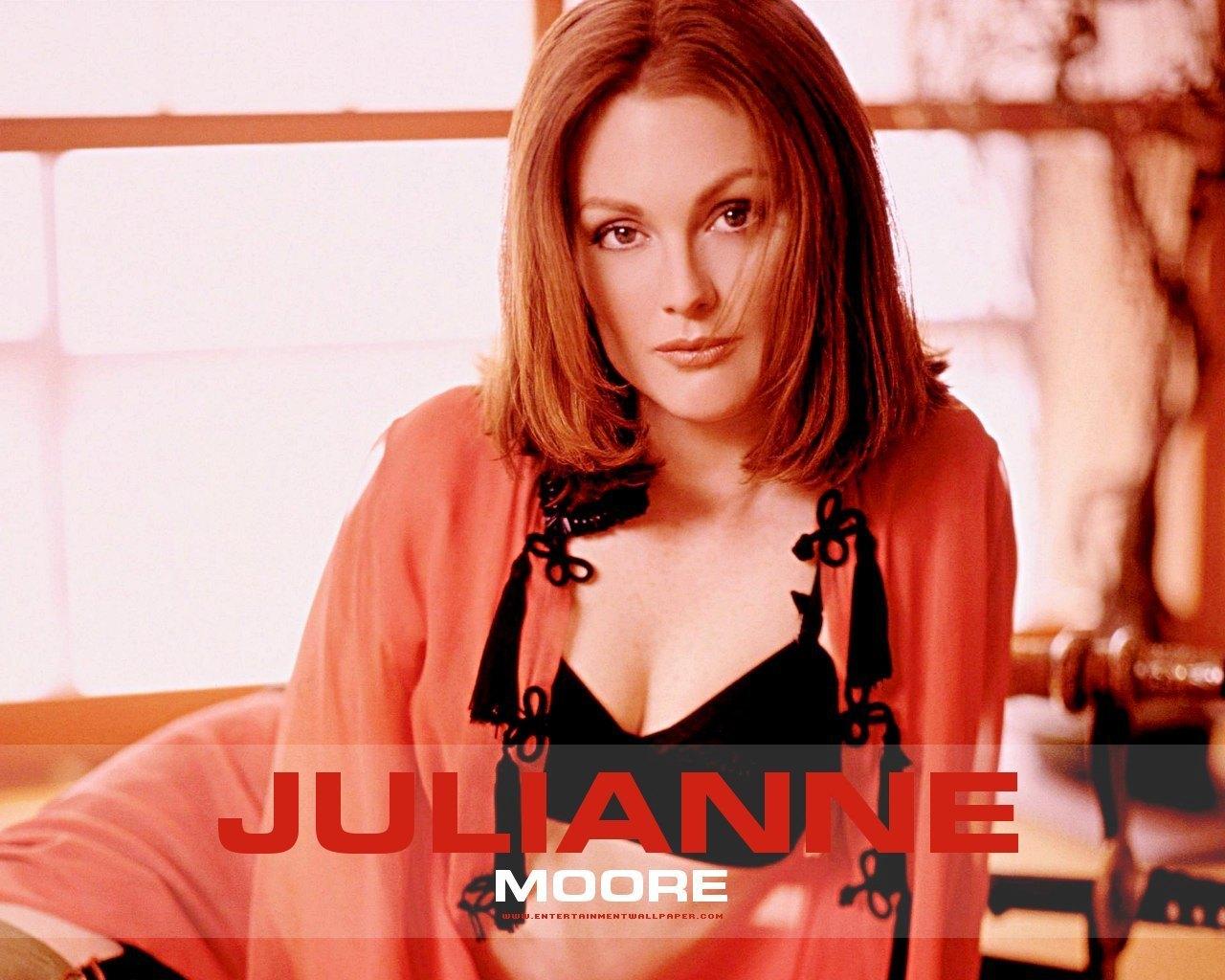 Julianne Moore - Wallpaper