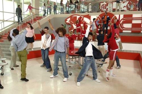 Kaycee Stroh, Corbin Bleu, Chris Warren Jr., Ashley Tisdale & Lucas Grabeel - high-school-musical Screencap