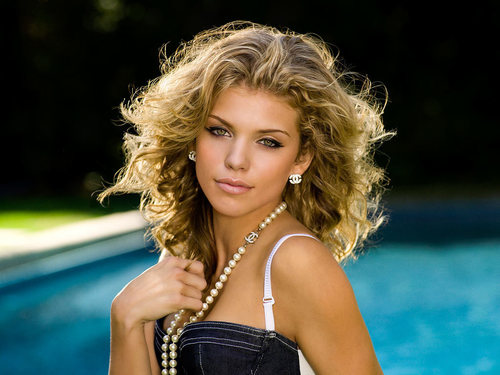 AnnaLynne McCord as Naomi Clark - 90210 Photo