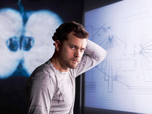 Joshua Jackson as Peter Bishop