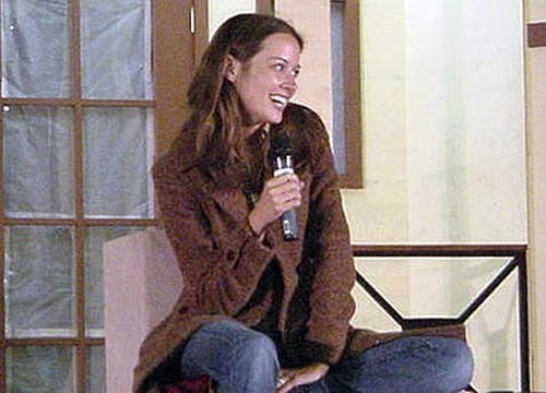 Amy Acker achtergrond possibly containing a well dressed person called amy at angel convention 2003