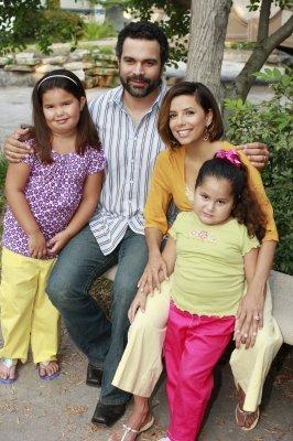 Behind the Scenes Season 5 desperate housewives 2298204 266 400 - Desperate Housewives