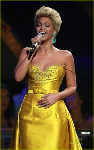 Beyonce - Fashion Rocks 2008
