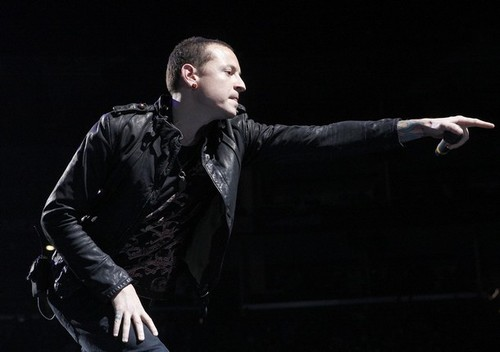 Chester Bennington hình nền with a business suit entitled Chester